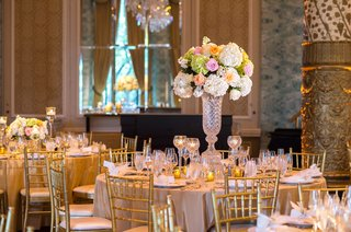 floral-centerpieces-with-blush-and-peach-roses-green-hydrangeas-ivory-hydrangeas