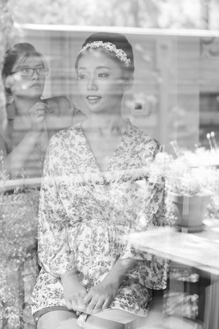 black-and-white-photo-of-bride-getting-her-hair-done-in-a-flowery-robe