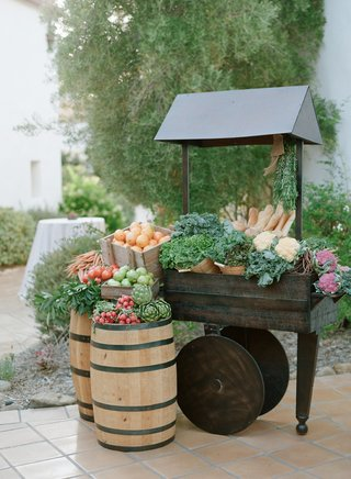 farmers-market-cocktail-hour-display-with-wood-cart