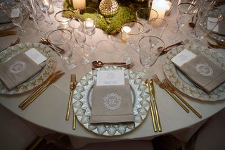 charger-plates-with-leaf-inspired-metallic-border