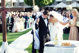 christian-and-jewish-ceremony-under-tallit