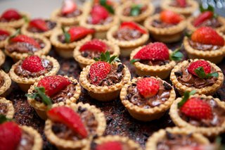 chocolate-and-peanut-butter-tarts-strawberries-appetizers-desert