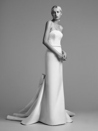 viktor-and-rolf-mariage-fall-winter-2018-wedding-dress-strapless-bridal-gown-bow-in-back-of-train