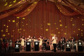 don-cagen-orchestra-band-on-stage-at-luxury-wedding-reception