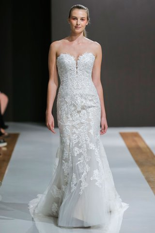 mark-zunino-spring-2018-wedding-dress-strapless-bridal-gown-with-small-plunging-neckline