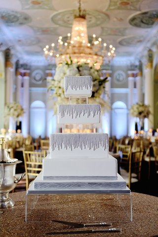 modern-wedding-cake-with-square-tiers-and-silver-strands