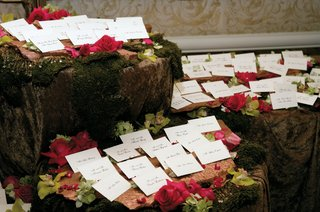 escort-cards-on-mossy-table-with-orchid-and-rose-flowers