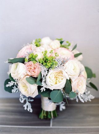 wedding-bouquet-garden-rose-white-pink-leaves-greenery-eucalyptus-heatherlily-bouquet