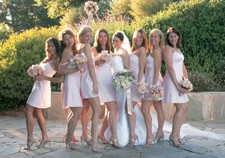 blush-bridesmaids-with-pink-bouquets