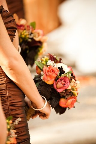 bridesmaids-in-bronze-dresses-holding-flowers