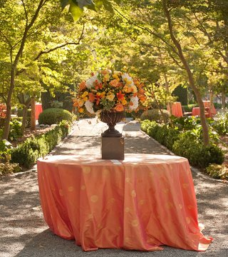 polka-dot-tablecloth-with-autumnal-floral-arrangement