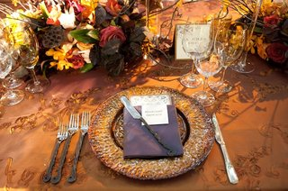 gold-textured-charger-plate-and-floral-arrangement