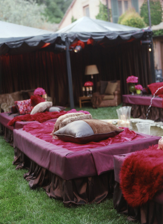 fuchsia-daybeds-with-pillows-for-reception-guests