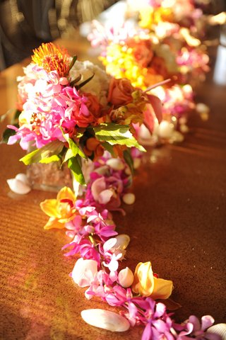 hawaiian-lei-and-seashell-centerpiece