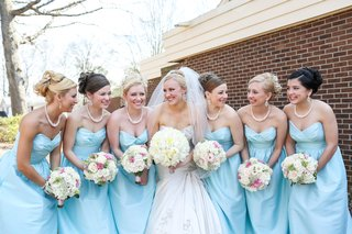 bride-with-bridesmaids-holding-romantic-bouquets