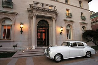 vintage-rolls-royce-in-front-of-the-james-leary-flood-mansion