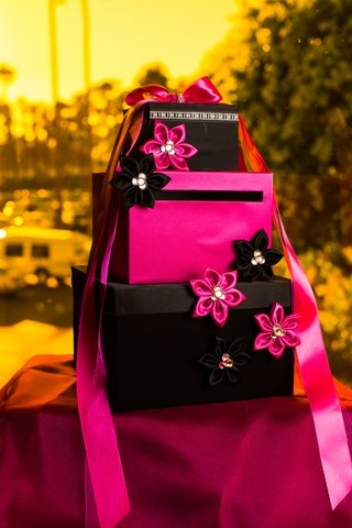 tier-gift-envelope-display-with-hot-pink-and-black-fabric-flowers