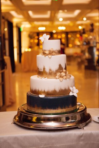 wedding-cake-white-with-gold-brush-stroke-black-bottom-sugar-flowers-in-white-and-gold-ballroom