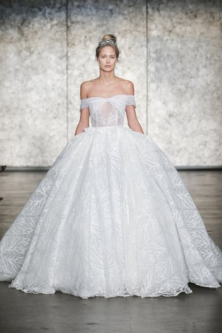 inbal-dror-fall-2018-off-the-shoulder-feather-embroidered-grand-finale-ball-gown