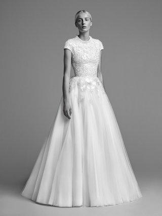viktor-and-rolf-mariage-fall-winter-2018-wedding-dress-high-neck-cap-sleeve-short-sleeve-gown