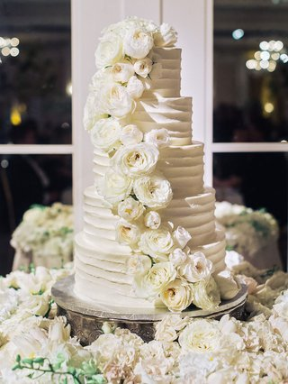 white-wedding-cake-five-layer-fresh-rose-flowers-and-flower-cake-table