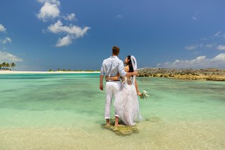 Atlantis Paradise Island in the bahamas wedding couple