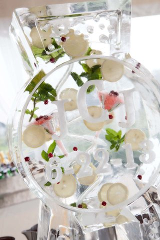 wedding-ice-sculpture-with-mint-lemon-slices-raspberries-and-the-couples-monogram