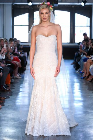 felin-by-wtoo-by-watters-spring-2019-strapless-modern-lace-mermaid-gown-with-nude-lining