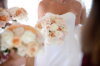 peach-and-white-rose-bouquet-for-wedding
