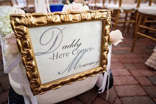 tracy-morgan-and-megan-wollover-wedding-sign-reading-daddy-here-comes-mommy
