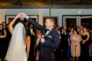 groom-sings-to-bride-during-their-first-dance