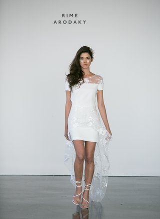 rime-arodaky-fall-2017-bridal-short-wedding-dress-short-sleeves-flower-embroidery-neckline-and-train