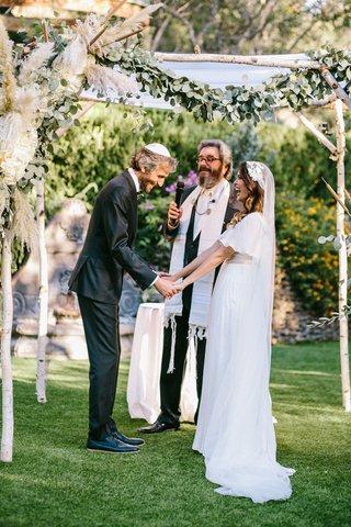 outdoor-wedding-ceremony-jewish-chuppah-boho-pampas-grass-birch-park-greenery