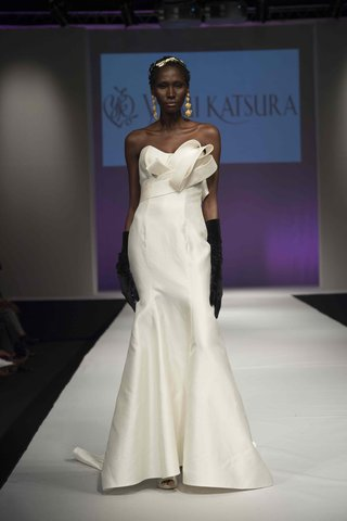 yumi-katsura-fall-2016-strapless-fit-and-flare-wedding-dress-with-japanese-obi-sash-details