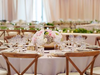 rustic-wedding-wood-chair-round-reception-table-with-low-centerpiece-arrangement-in-gold-vessel-pink