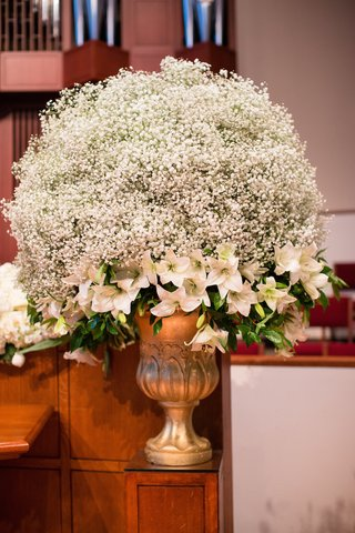 church-wedding-decoration-white-babys-breath-and-lilies