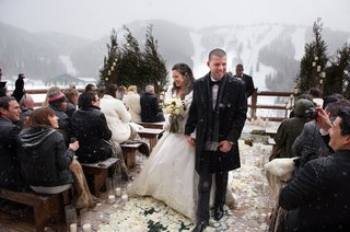winter-outdoor-wedding-guests-in-jackets