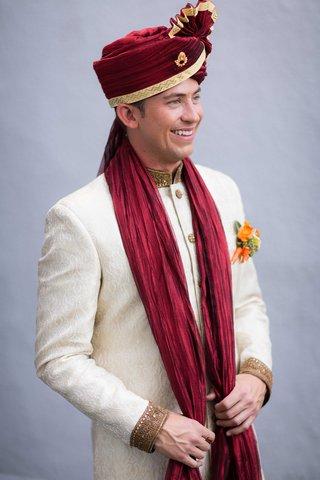 caucasian-groom-in-white-sherwani-and-red-turban-for-hindu-wedding-ceremony