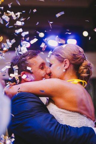 angela-mecca-and-owen-daniels-kissing
