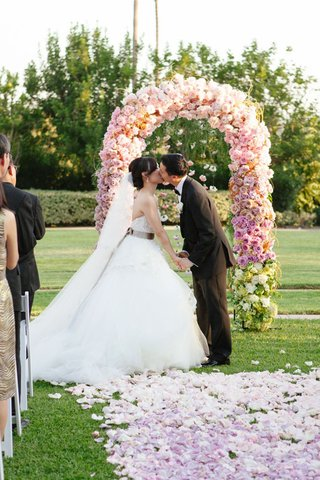 floral-arch-and-aisle-covered-in-pastel-flowers-arranged-in-ombre-pattern