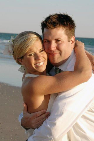 casual-beach-wedding-couple-on-beach