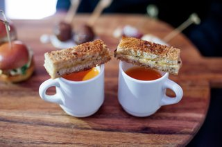 wedding-cocktail-hour-hors-doeuvres-appetizer-mug-of-tomato-soup-with-slice-of-grilled-cheese