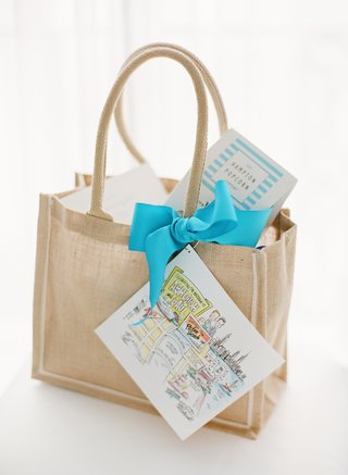 burlap-tote-with-custom-map-and-blue-ribbon