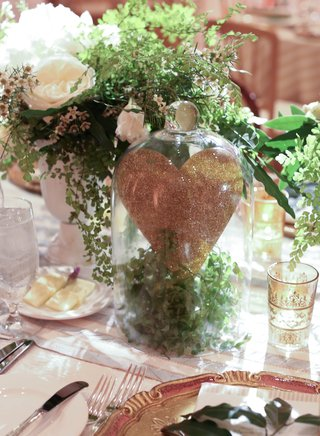 reception-table-with-glitter-heart-in-glass-jar-with-greenery