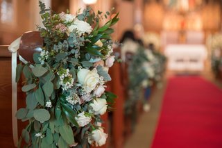eucalyptus-white-roses-greenery-accent-ceremony-pew