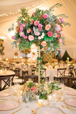 gold-stand-with-eucalyptus-ivy-greenery-pink-roses-peach-roses
