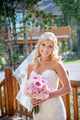 wedding-hairstyle-for-blonde-bride-with-side-part-and-curls
