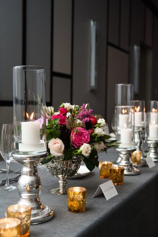 silver-linens-and-vases-with-gold-votive-candles