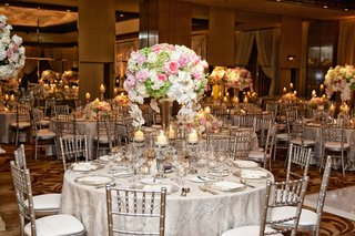 wedding-reception-table-with-rose-hydrangea-orchid-in-white-pink-and-pale-green-in-crystal-vase