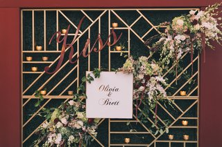 wedding-photo-booth-backdrop-with-burgundy-border-gold-geometric-lines-boxwood-hedge-florals